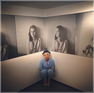 beyonce selfie with anne frank